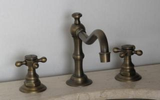 Legion Furniture Short Antique Gooseneck Bathroom Vanity Faucet